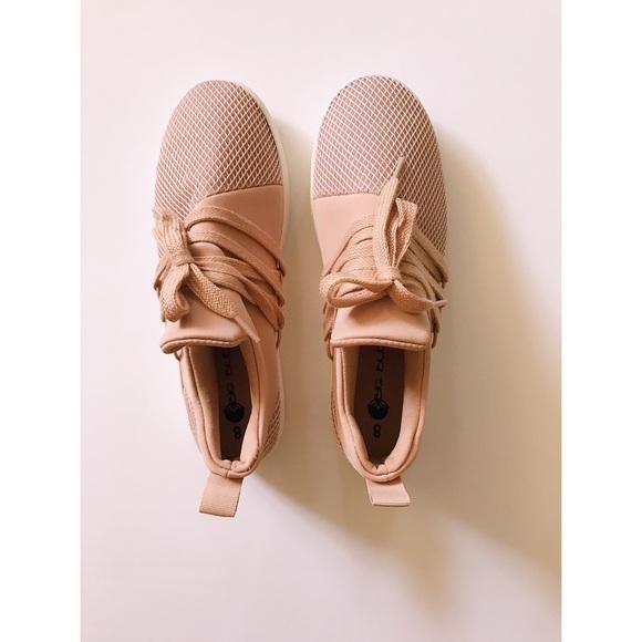Blush Sneaker Steve Madden Lancer Dupe
